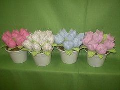 P1010326 (viviane venancio) Tags: tulipas decoração tecidos fadas centrodemesa cachepo lembrançinha bonecafada