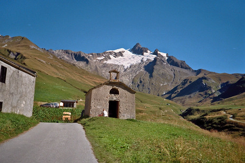 on the way to Refuge des Mottets, film version