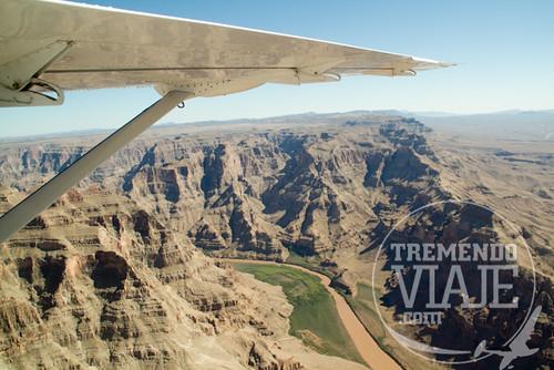 Sobrevolando el gran cañón del Colorado, USA