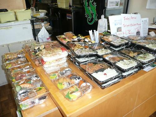 店内に並ぶ弁当