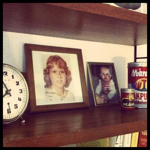 Mamma och Agnes på stringhyllan