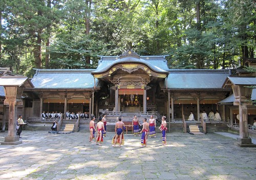 上社本宮拝殿と相撲踊り奉納 2011年9月15日 by Poran111