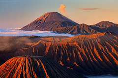 Sunrise at Mount Bromo (Helminadia Ranford(New York)) Tags: travel light sunrise photography volcano bravo hiking smoke ash bromo semeru helminadia mountais canon5dmark2