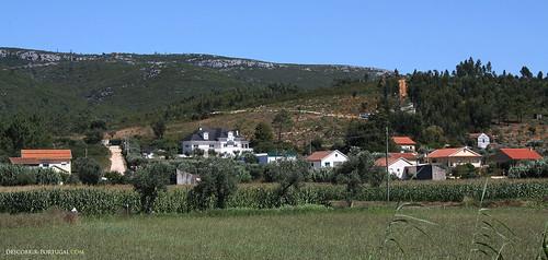Paisagem de serra e oliveiras