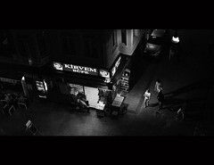 © Stefan Höchst (It's Stefan) Tags: urban blackandwhite bw blancoynegro monochrome night turkey noiretblanc istanbul türkei kiosk biancoenero efes 黑与白 黑與白 siyahvebeyaz schwazweis 黒と白 kirvembüfe ©stefanhöchst