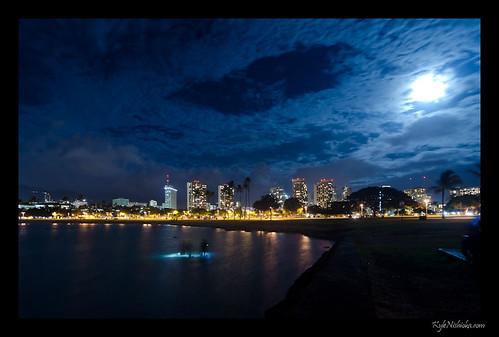 Moonlight Photowalk at Ala Moana Beach