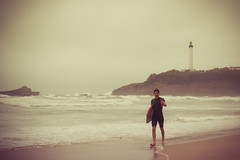 surfer & lighthouse (dongga BS) Tags: biaritz canoneos50d ef35mmf14lusm