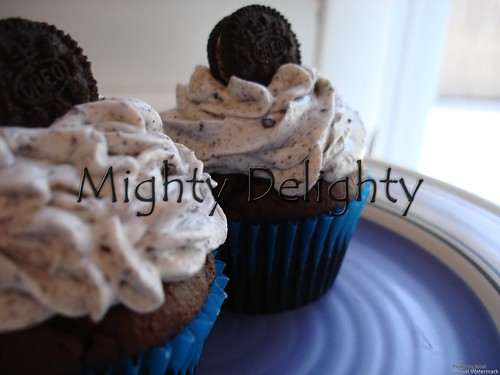 Vanilla oreo buttercream frosting  double chocolate cupcake