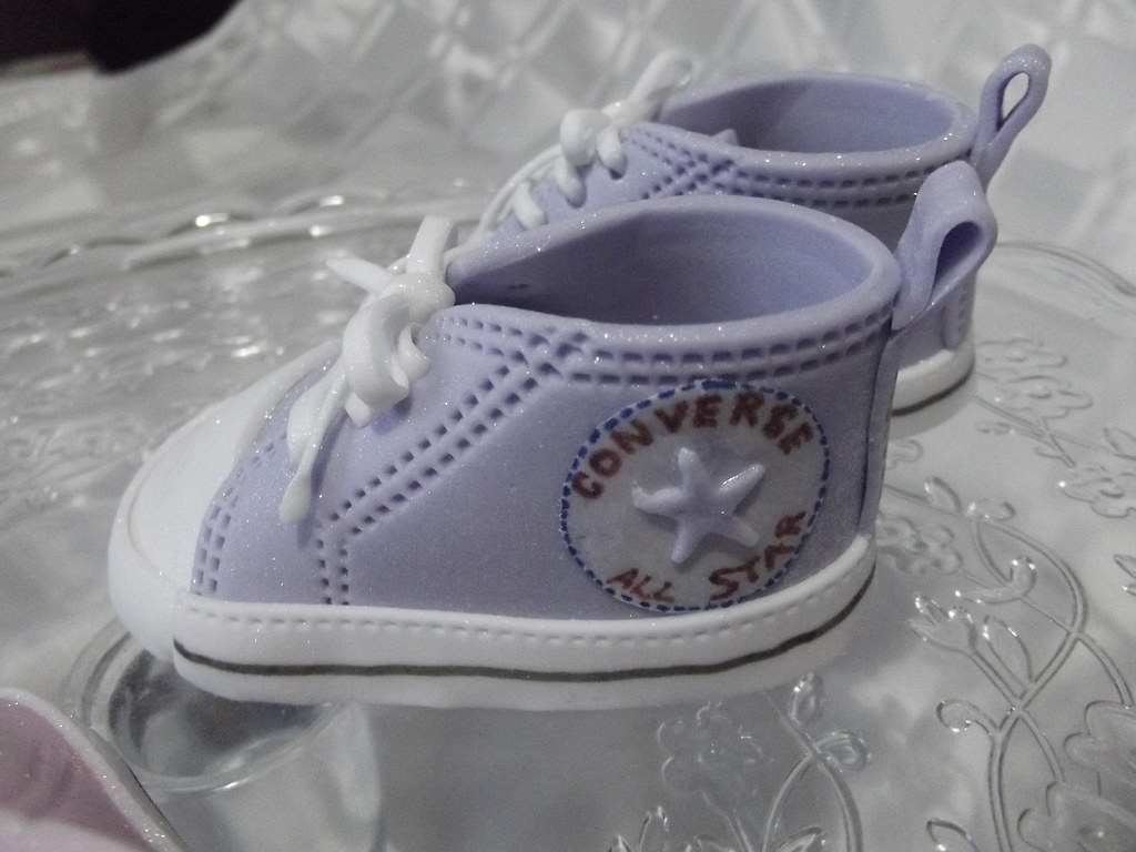 Converse fondant baby shoes (Sweet Treats cakes by Allison) Tags  baby shoe  converse 8b2e52175