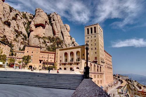Fachada de la Basílica y el Monasterio de Monserrat
