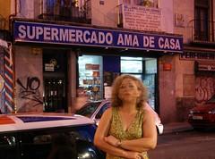 Maria Victoria Olaya (María Clara Montoya) Tags: madrid mamá mum lavapiés mimadre fotografíaurbana retratosdeciudad