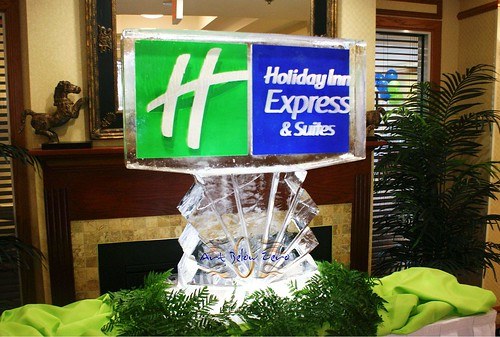 Holiday Inn Express & Suites ice sculpture