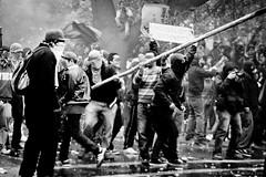 Me encontré un palito (igua_na) Tags: chile santiago cat de cut protesta agosto dos carabineros 25 perros 24 paro nacional marcha abajo lumpen piñera represión protestantes desmanes lacrimógena marchistas 24y25agosto