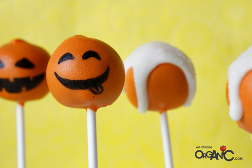 Halloween Pumpkin Cake Pops by niner // We Choose Organic - sweet treats