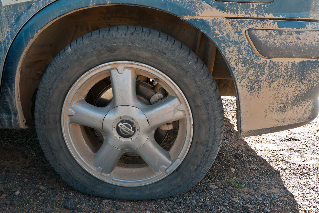 Flat_tire_puncture_mongol_Rally