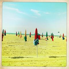 Deauville, la fin de l't (Suzy fait des bulles) Tags: summer sky beach ciel parasol plage beachumbrella cabinedeplage ete
