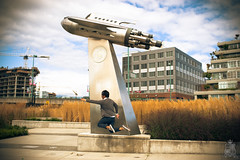 211/365 [LEVITATE] Lift off (kurichan+) Tags: bridge portrait statue self nikon levitation rocket cambie d3 levitate 35mmf14 project365 365days 365point2 levitology yowayowainspired
