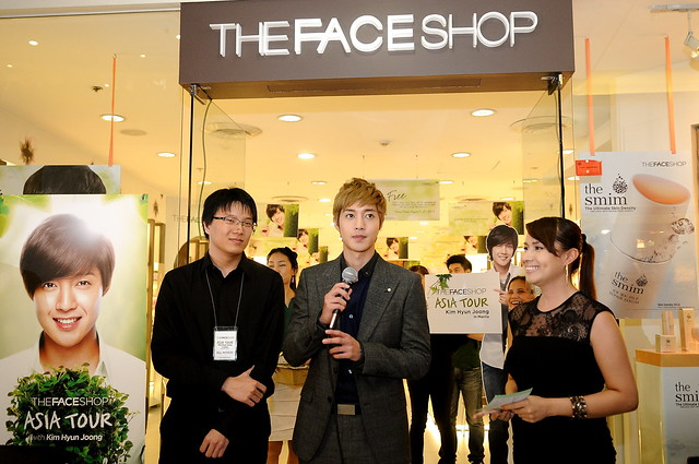 KHJ WITH TFS TRAINING MANAGER, MARGE APACIBLE, AS HE GREETS HIS FANS