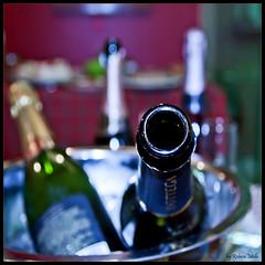 The first wine is open ... (Rebeca Mello) Tags: party canon dof wine tribute festa vinho bottega boukeh eos50d canoneos50d happybirthdayterry rebecamello rebecamcmello sbfgrandmaster