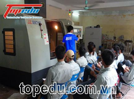 TOPCORP hợp tác với công ty Vinagimex đào tạo nhân lực xuất khẩu lao động