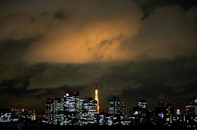 Cloudy Tokyo Sky at Night_9585