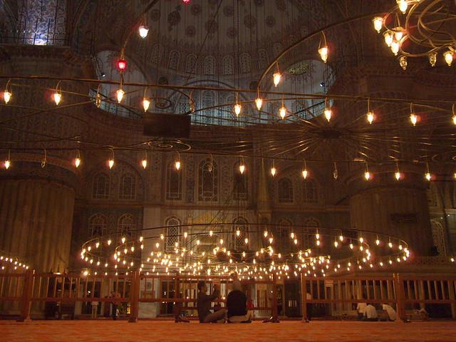 藍色清真寺夜間室內