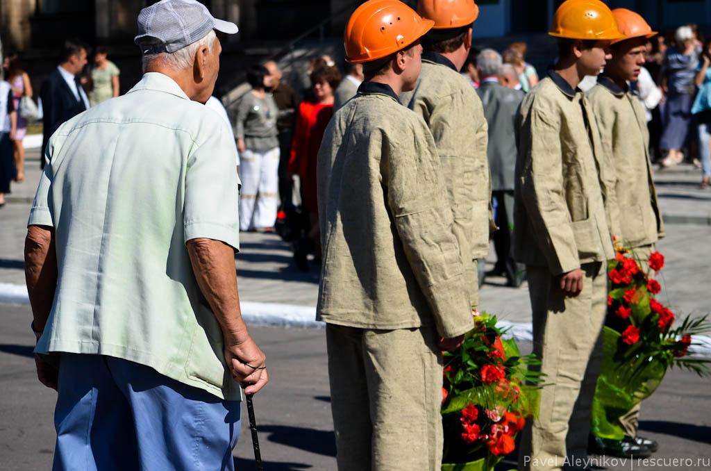 Ветеран-шахтер и молодежь