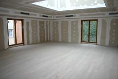 Sala de Lobiano preparada para instalar el mobiliario