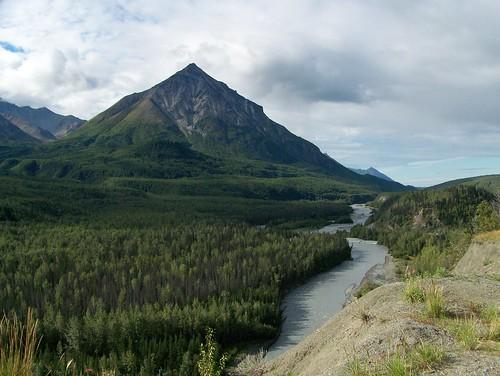 100_0286-King Mtn & Matanuska River