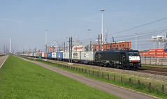 Locon 189-102-1 at Pernis, September 3, 2011 (cklx) Tags: harbor rotterdam 189 ers mrce containertrain br189 containertrein havenlijn leaseengine