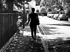Out of focus, London Fields (adde adesokan) Tags: auto street travel autumn light england urban man color london cars monochrome pen fence photography 50mm shadows bokeh voigtlaender herbst streetphotography silhouettes olympus mann schwarzweiss zaun schuhe schwarz voigtlnder gegenlicht ep1 ep2 streetphotographer m43 mft mirrorless microfourthirds theblackstar epl2 mirrorlesscamera streettogs