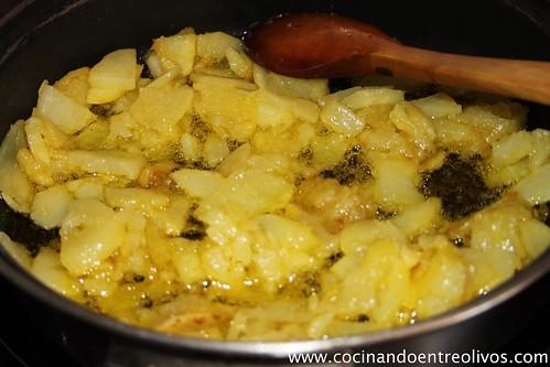 Tortilla de patatas con pimiento y chorizo. (9)
