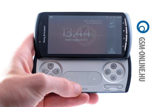 Sony Ericsson Xperia Play kézben1