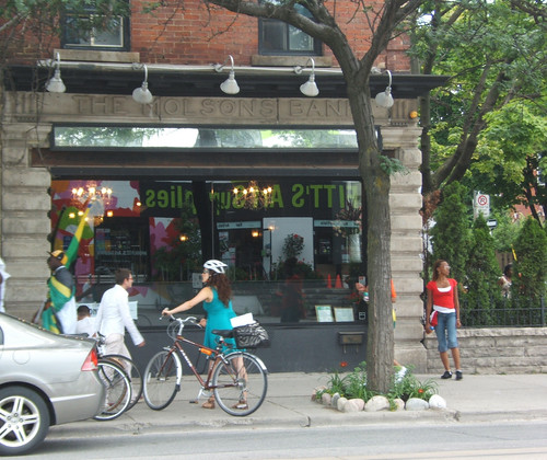 Queen West, Toronto (by: Jane Martin, creative commons license)
