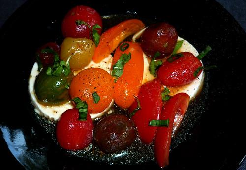 Boudewijn's Salade van Cherry Tomaatjes, zijdentofu en Thaise basilicum