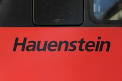 SBB Lokomotive Re 460 038 - 3 mit Taufname Hauenstein im Bahnhof in Bern in der Schweiz (chrchr_75) Tags: train de tren schweiz switzerland suisse swiss eisenbahn railway zug august sbb locomotive re christoph svizzera chemin centralstation fer locomotora tog ffs juna bundesbahn lokomotive lok ferrovia 460 spoorweg suissa locomotiva lokomotiv ferroviaria cff  1108 2011 re460 locomotief chrigu  rautatie  schweizerische zoug trainen  chrchr hurni chrchr75 bundesbahnen chriguhurni august2011 albumsbbre460 albumbahnenderschweiz2011 hurni110818 chriguhurnibluemailch albumzzz201108august