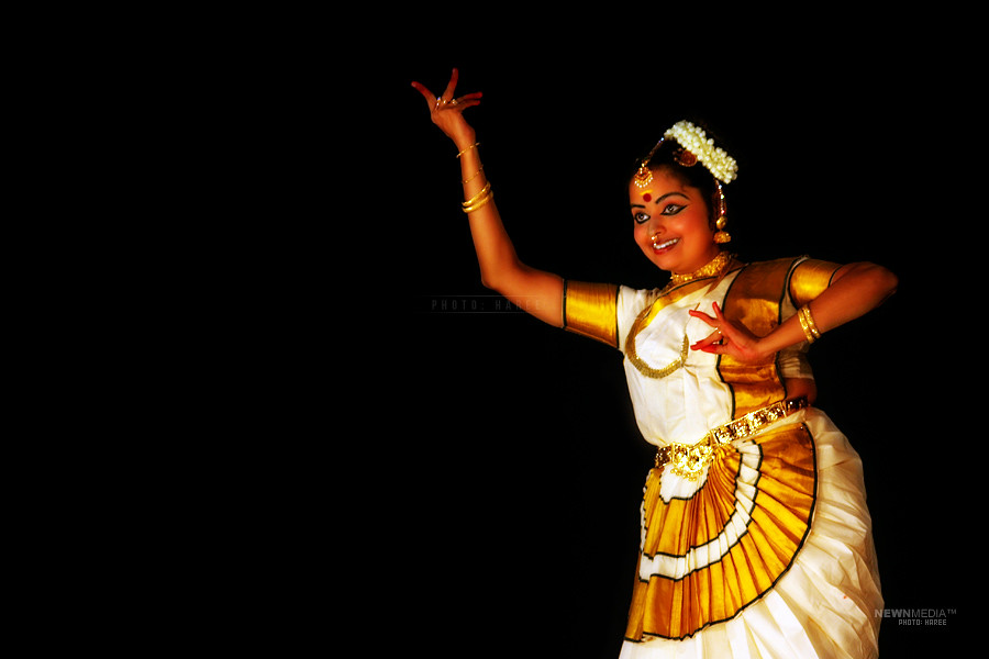 Mohiniyattam - Photography by Haree for Nishchalam.