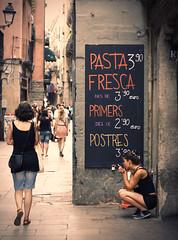 Escudellers (missluxlisbon) Tags: barcelona canon vintage eos restaurant spain bcn pasta retro cs5 fdv canoneos400d barrigoticbarcelona fdvproject findingdolcevitaproject findingdolcevita