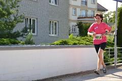 Freude beim Laufen (ThomasKohler) Tags: woman sport fun women marathon competition run frau dame jogging runner rennen challenge damen spass laufen freude wettbewerb mritz ultramarathon lufer wettkampf joggen lauf 2011 laeufer mueritz sportler startnummer extremsport marathonlauf