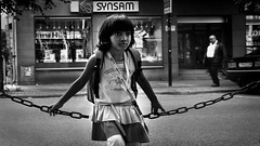 Girl in Sundbyberg, Sweden 23/8 2011 (photoola) Tags: street bw les barn children chica sweden bambini schweden kinder nios enfants sverige em sv suede suecia ragazza dzieci sundbyberg lapset  dziewczyna svartvitt    tr tukholmassa swecja photoola sveu