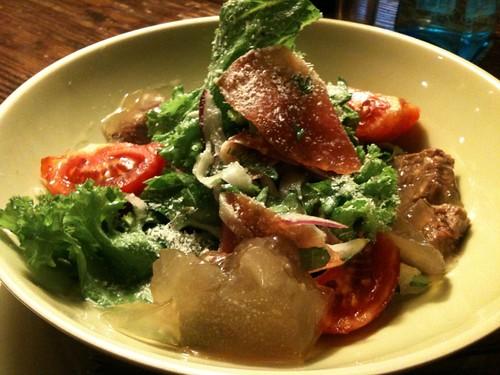 煮こごりと生ハムのサラダ。こっちの方がピンぼけしてない。@エスカレラ