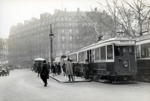Street traffic in Paris in 1927