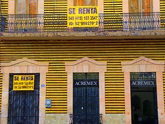 for rent (msdonnalee) Tags: door building sign architecture facade mexico arquitectura puerta entrance doorway porta mexique porte 1001nights fachada entry striped mexiko yellowandblack doloreshidalgo serenta facciate forrentsign acremex