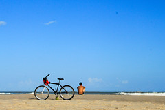 Domingo na praia (DeniSomera) Tags: sol praia bike mar areia bicicleta homem nordeste aracajuse orladeatalaia domingonapraia gettyimagesbrasil