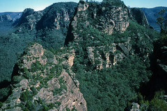 Yodeller Range 4, 1986 (NettyA) Tags: park film 35mm sandstone australia slide cliffs national valley bushwalking nsw scanned mtn newsouthwales kodachrome 1986 1980s range yodeller wollemi hunterregion widden yodellers greaterbluemountains weddingcakemountain pileofpoop janettetomsett