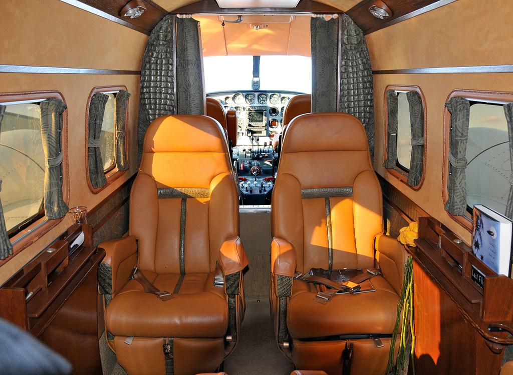 N7765N  Beech E18S  KFDK  20081109
