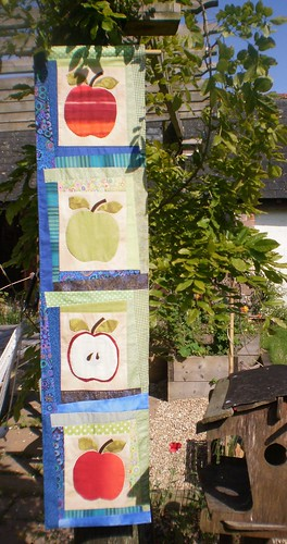 Apple wall hanging by Textile-tally