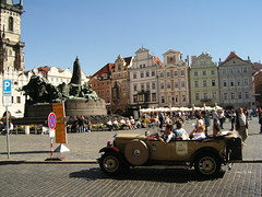 Praga --- Prague (Liv. -400) Tags: city monument square vintagecar europa europe prague squares monumento cities praha praga czechrepublic piazza capitale autodepoca citt capitalcities capitali repubblicaceca autostoriche piazze cechia capitalieuropee