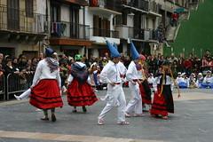 Bailes en la plaza del pueblo Cardenal Orbe