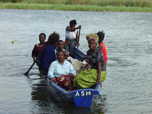 Kafue Flats female fish traders in boat, photo by Alphart Lungu, 2001